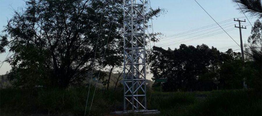Torre metálica Retratil